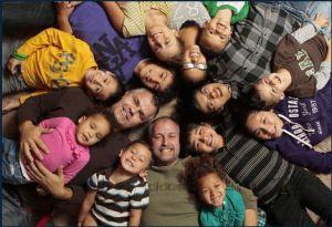 זוג הומואים מאמץ ילדים- משפחות הקשת