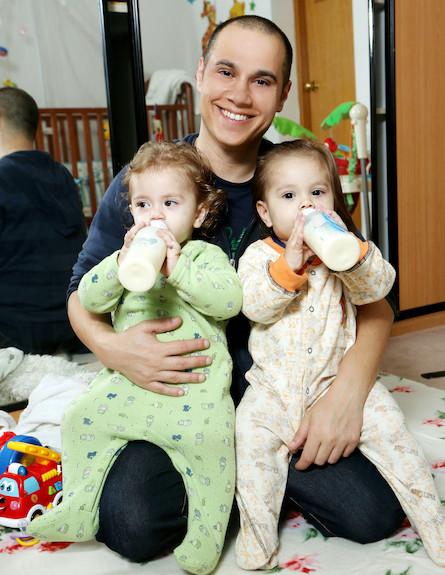 קובי עם רוי וטומי. רצה שתי בנות. צילום- עודד קרני