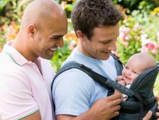 גם לשני גברים מגיע להפוך למשפחה. צילום-  אימג'בנק Thinkstock
