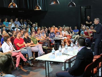 חכ ניצן הורוביץ נואם בפני משתתפי הכנס. צילום- באדיבות עמותת אבות גאים