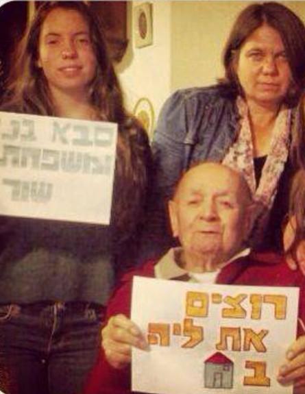 הסב בנו בן ה-91 ממתין לנכדתו ליה. צילום מסך מתוך פייסבוק