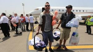 הורים ישראלים לילדי פונדקאות חוזרים מנפאל אחרי רעידת האדמה. צילום ירון ברנר